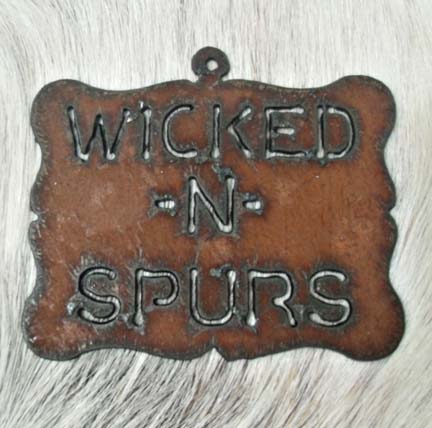 Pendant Wicked in Spurs