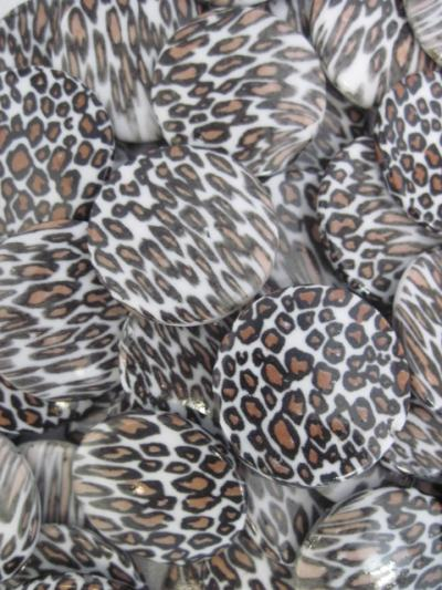 30 MM Flat Round Leopard Beads White