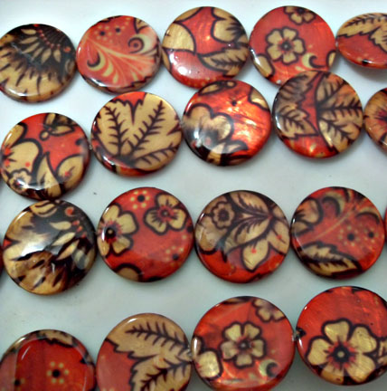 Red and Leaves Print Shell Beads 20mm