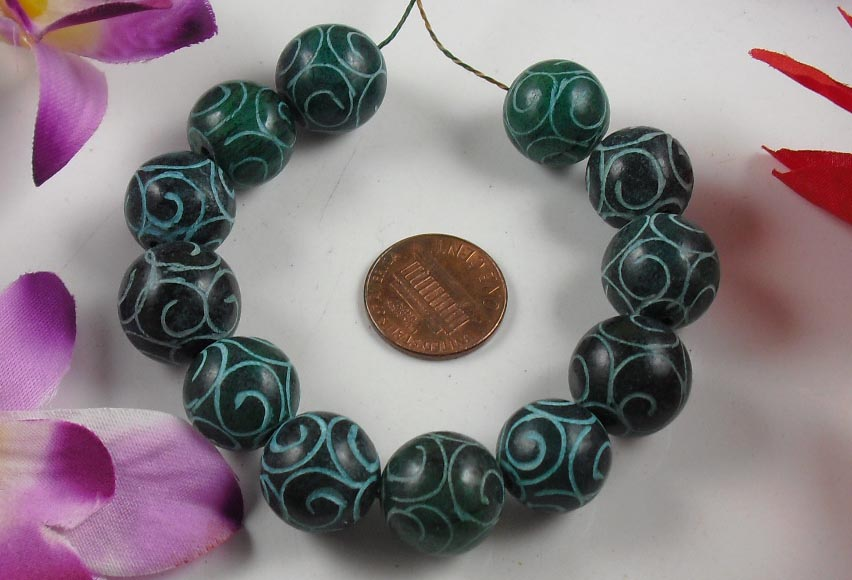 Strand of 12 carved Jade beads 15mm